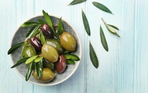 Olive-oil_Natural-SPF-DIY-Sunscreen-Goddess-Garden-Organics-510x319